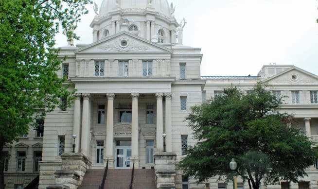 Photo of the McLennan County Courthouse
